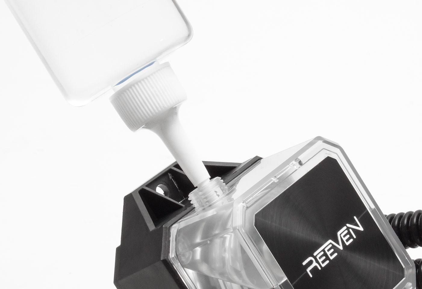 Reeven lanza su nuevo sistema de refrigeración líquida Naia 240
