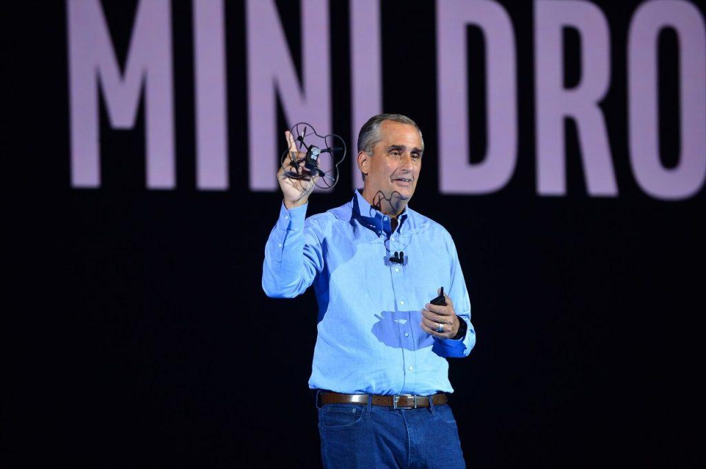 NP: CES2018 - Intel establece un nuevo record Guinness al hacer volar 100 mini drones Intel Shooting Star en interiores