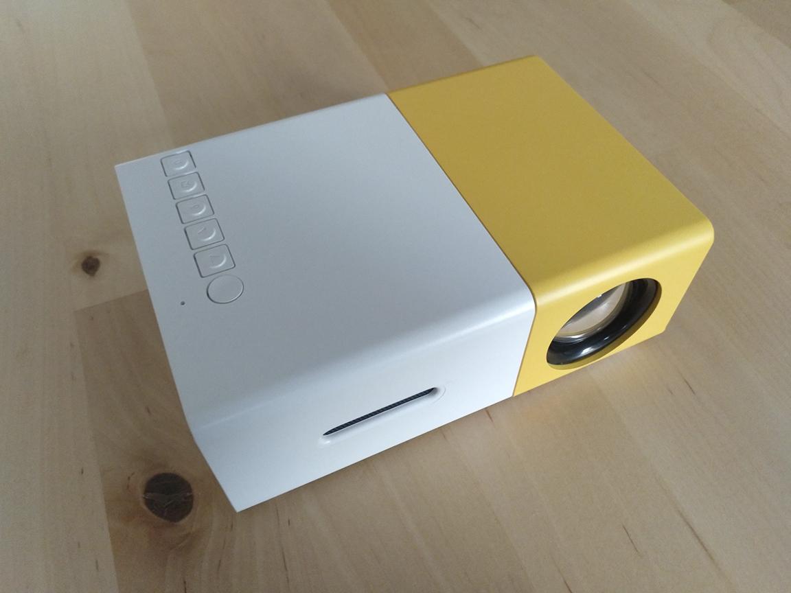 Analizamos el proyector YG-300 LCD LED