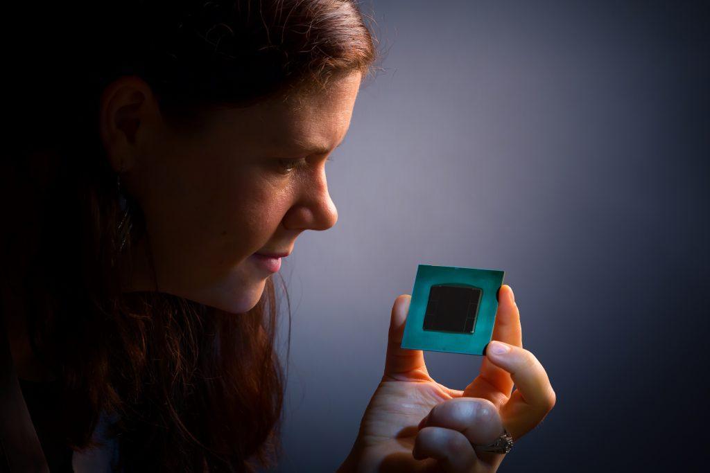 NP: Chip Intel realiza 10 mil millones de cálculos por segundo
