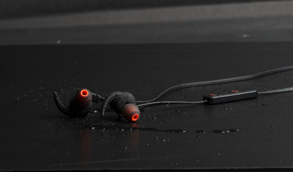 NP: Creative lanza los Outlier ONE Plus: los auriculares In-Ear con más proyección Creative, ahora con reproductor MP3 integrado