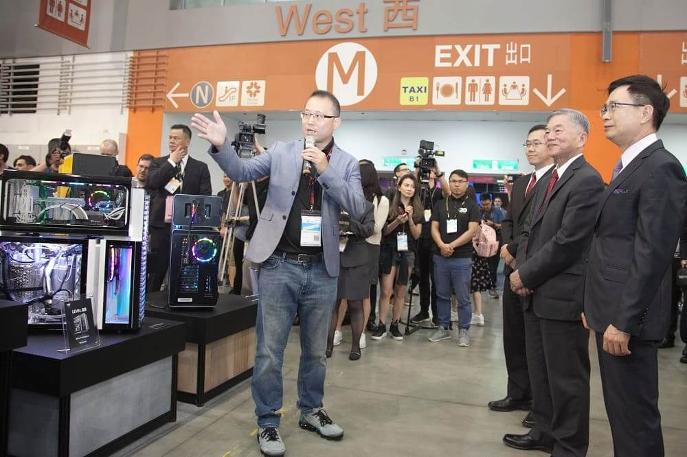 Thermaltake, la marca líder de montaje para PC en soluciones de refrigeración, gaming y memoria para entusiastas, celebró hoy la Conferencia de prensa Thermaltake en COMPUTEX Taipei 2019.