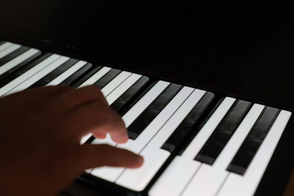 NP: Conoce el 'OnePlus Phone Piano', el teclado formado por 17 OnePlus 7T Pro