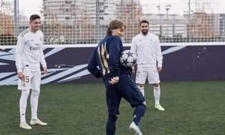NP: Carvajal, Módric, Vinicius y Valverde rememoran con sus compañeros del Real Madrid C. F. sus inicios en el fútbol callejero mientras entrenan en el campo de VOLTA, inspirado en el videojuego FIFA 20