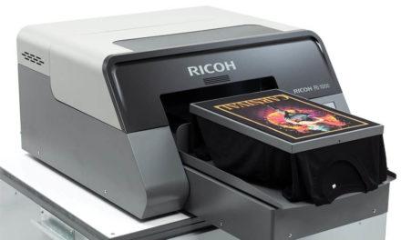 NP: La Asociación de Imágenes Gráficas Especializadas (SGIA), reconoció la impresora Ri 1000 como el producto del año en impresión directa en prenda