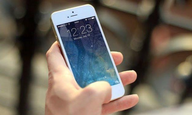 NP: El 76% de los españoles sabe que el teléfono móvil es portador de agentes infecciosos e intenta limpiarlo