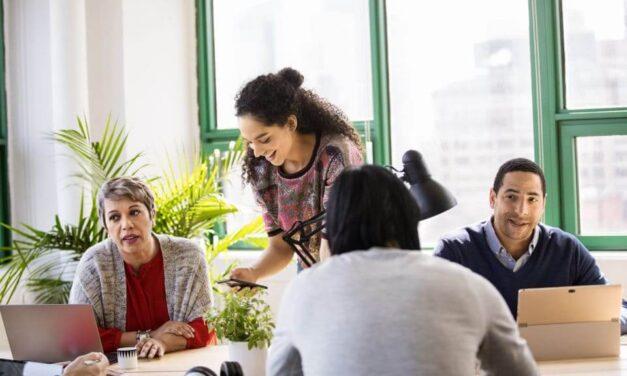 Un estudio de Microsoft señala que las empresas líderes en la adopción de Inteligencia Artificial y en la formación de sus empleados están mejor preparadas para adaptarse a la crisis