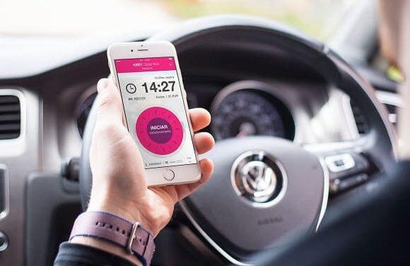 Los vecinos de Elche ya pueden pagar la zona ORA a través del móvil con EasyPark