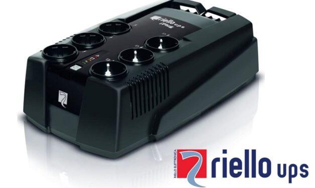 La gama de SAIs iPlug de Riello UPS protege los equipos domésticos